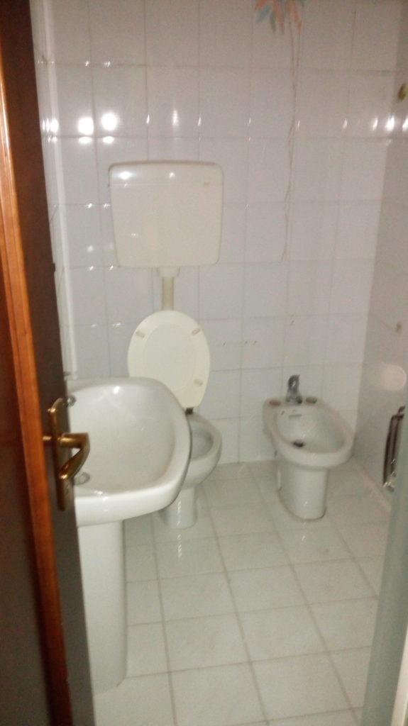 Restyling low cost di un bagno in stile retr bettio - Bagno low cost ...
